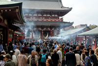 Crowded Sensoji Temple (浅草寺)
