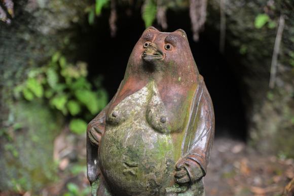 Old Tanuki statue