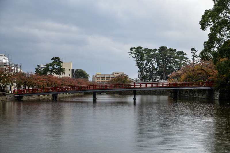 Manabubashi across the moat