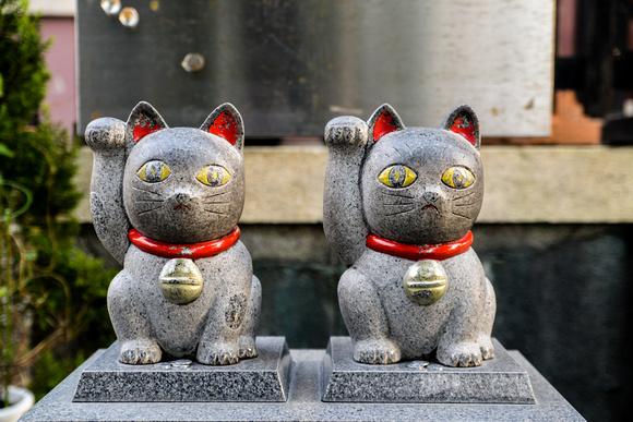 Pair of beckoning cat's at Imado-Jinja